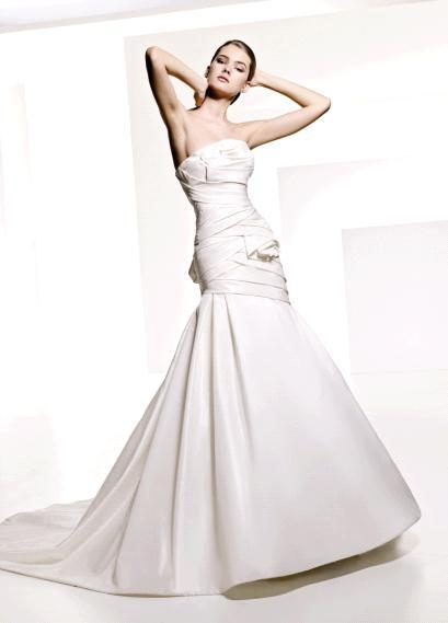 Strapless drop waist trumpet skirt wedding dress from Manuel Mota