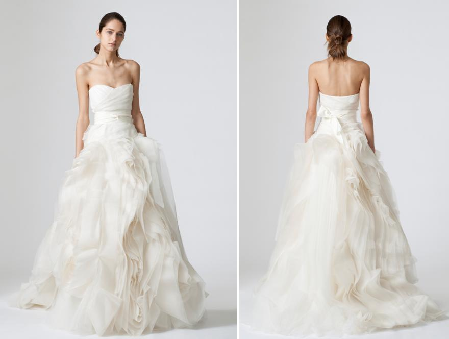 f26008ecaa2 Beautiful strapless ivory Vera Wang wedding dress with full tulle and  fabric ball skirt