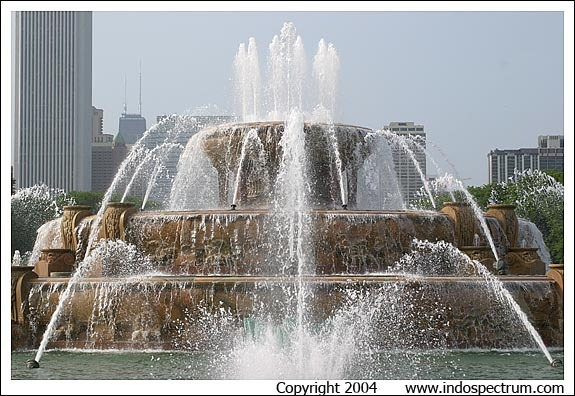 The famous Buckingham Fountain is one of Chicago's best-loved landmarks