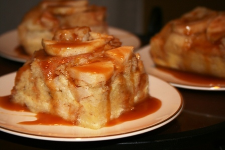 Caramel-Apple-Bread-Pudding-with-Cinnamon-Creme