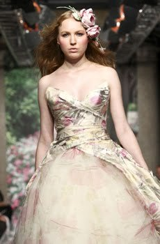 Wedding-dress-trends-spring-2010-nature-inspired-deep-sweetheart-garden-sage-dusty-light-pink-roses.full