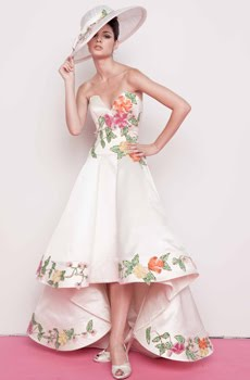 Deep sweetheart neckline retro wedding dress with bold for Nature inspired wedding dresses