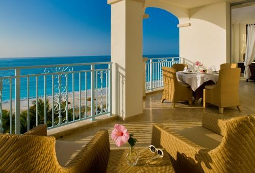 Relaxing-honeymoon-destination-turks-and-caicos-beach-white-sand-crysal-clear-ocean.full
