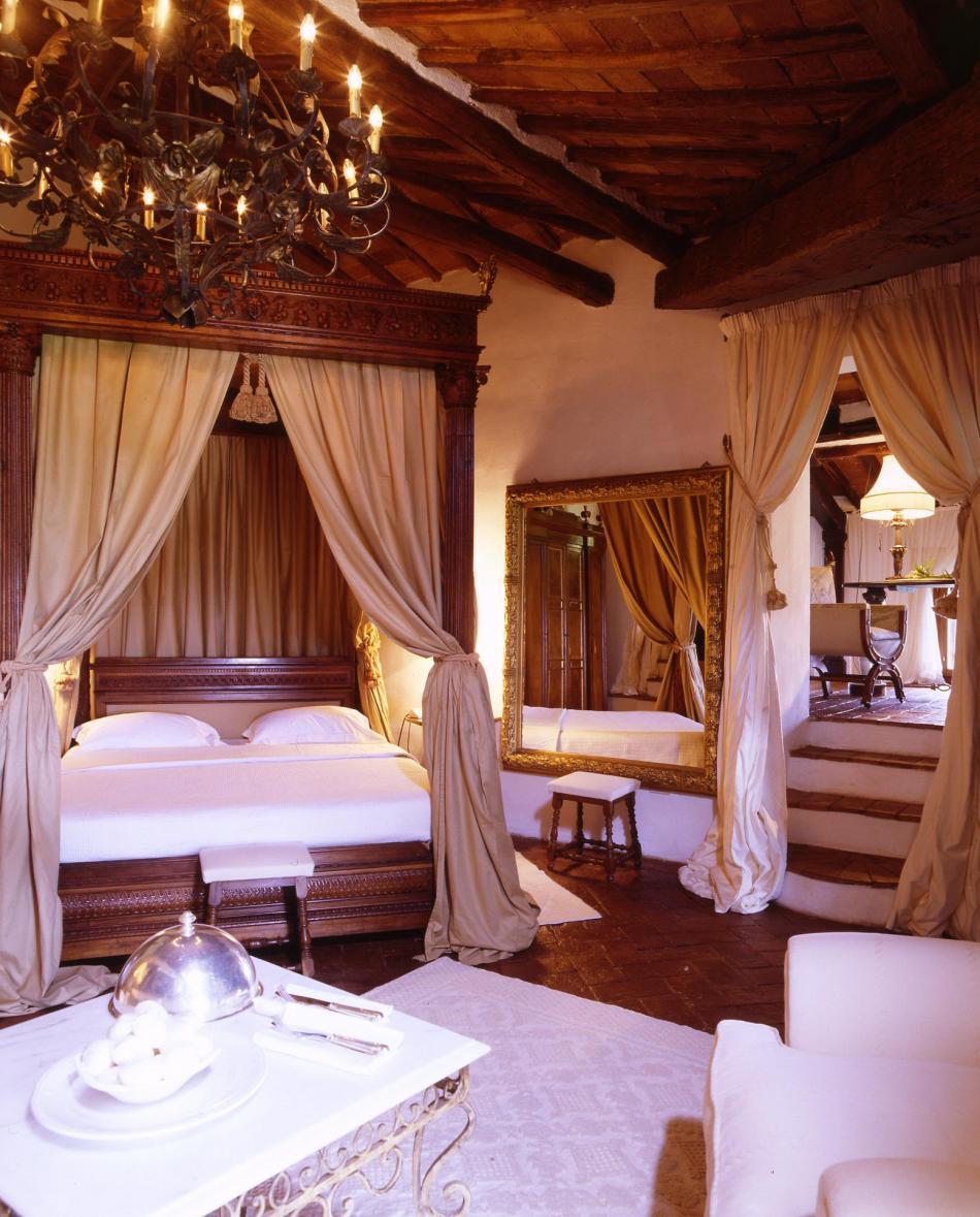 The beautiful La Suvera in Sienna, Italy- the romantic master bedroom