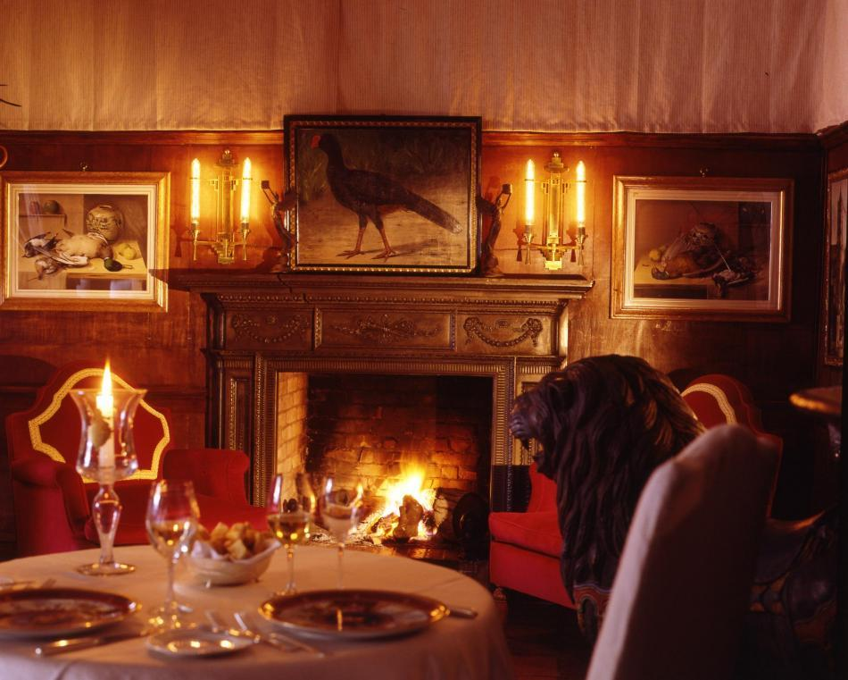 The beautiful La Suvera in Sienna, Italy- romantic and medieval dining room