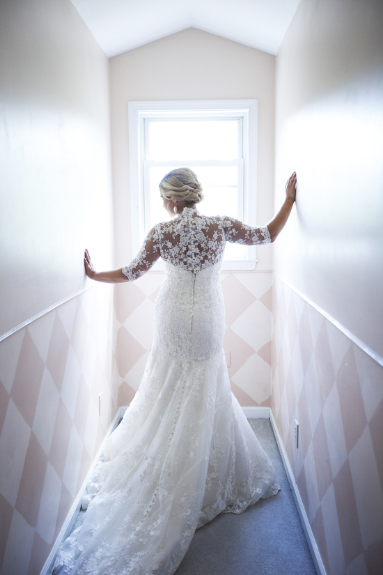 Bride. Lace dress. R Gonzalez Photography