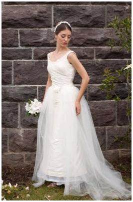 White-tulle-a-line-wedding-dress-white-bridal-bouquet.full