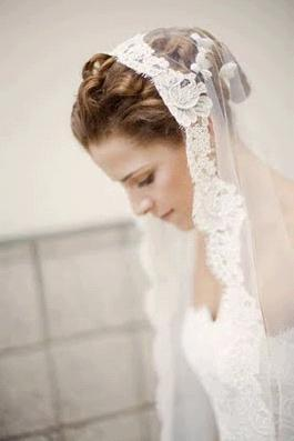 The-mantilla-veils-bridal-headpieces-lace-classic-mantilla.full