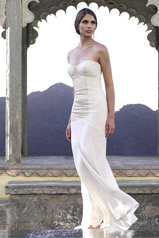 Gorgeous ivory strapless wedding dress, sweetheart neckline, fitted bodice, mermaid skirt