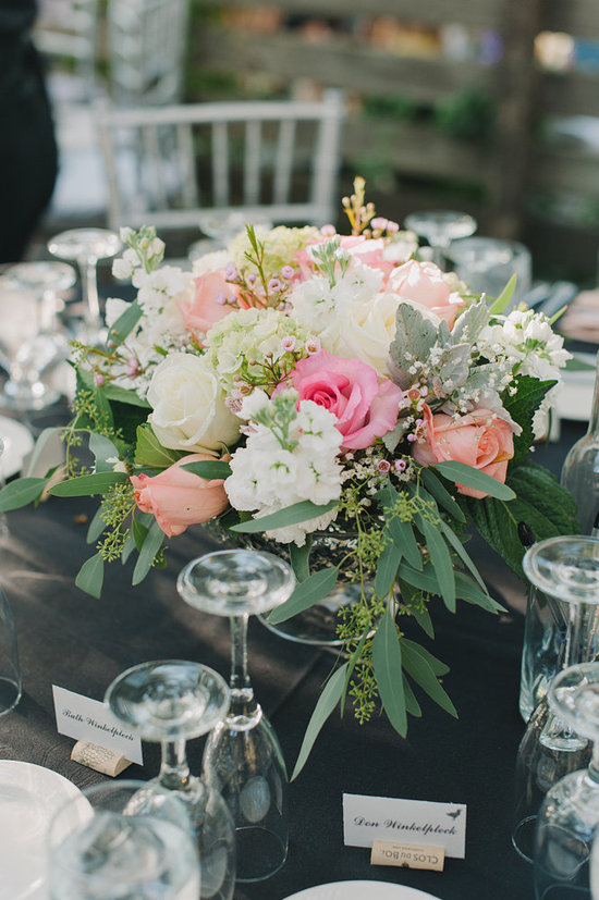 pink and black tablescape centerpiece