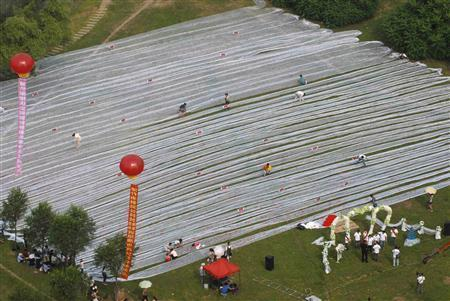 photo of Chinese Nearlyweds Gunning For Guinness World Record- Longest Wedding Dress!