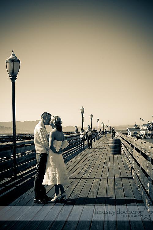 Monumental-locations-black-white-photo-bride-groom-kiss-on-pier.full