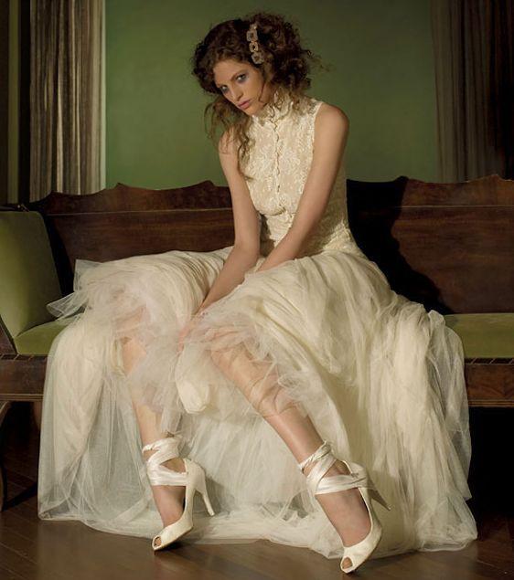 Stunning vintage-inspired ivory lace wedding dress, high ...