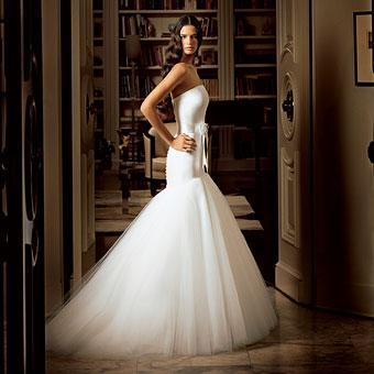 Stunning white strapless wedding dress, drop waist, trumpet skirt