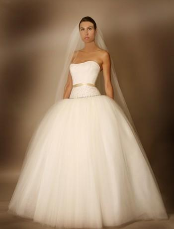 Full-tulle-wedding-dress-princess-full-skirt-fitted-strapless-bodice-cream-ribbon.full