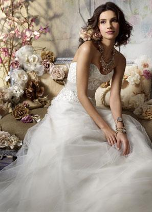 Romantic Jim Hjelm strapless wedding dress with understated tulle skirt and rose ribbon