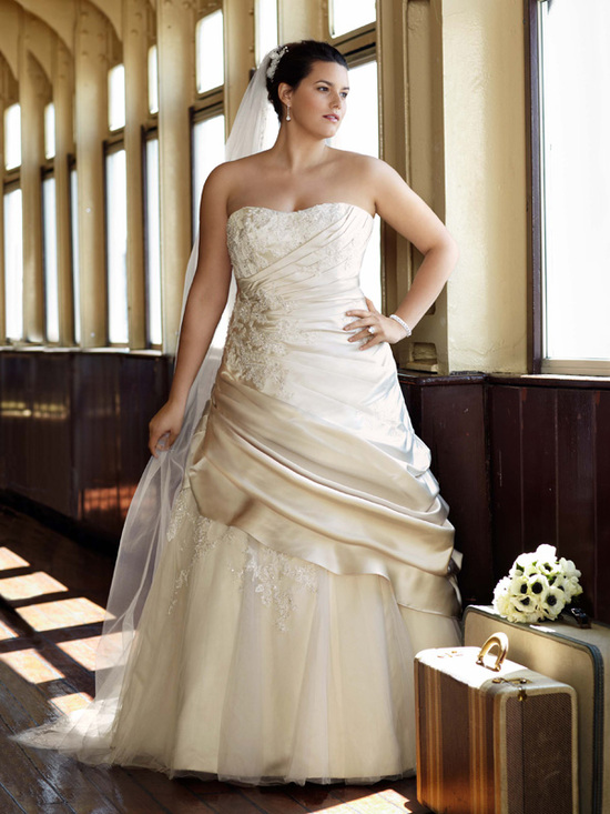 photo of David's Bridal Woman 9V3179 Dress
