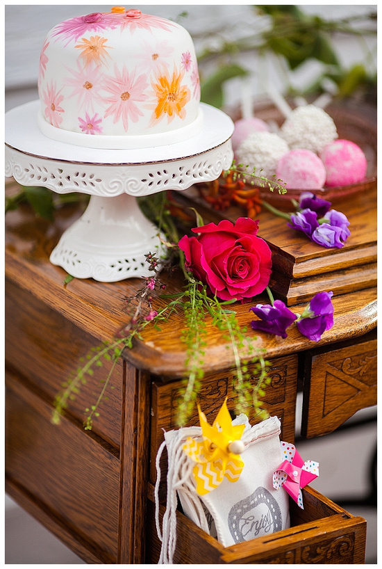 dessert table flowers