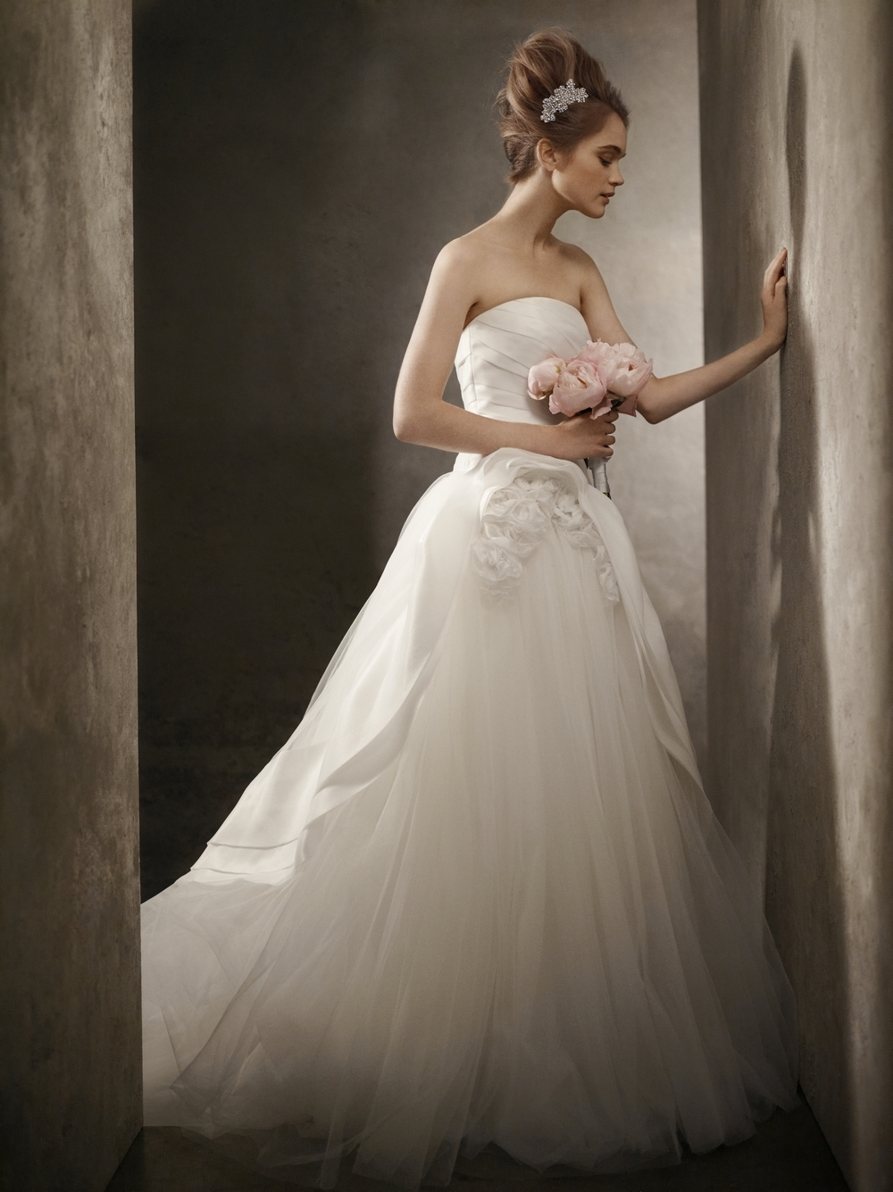2011-wedding-dresses-vera-wang-white-vw351026-white-strapless-ball-gown-floral-applique.full