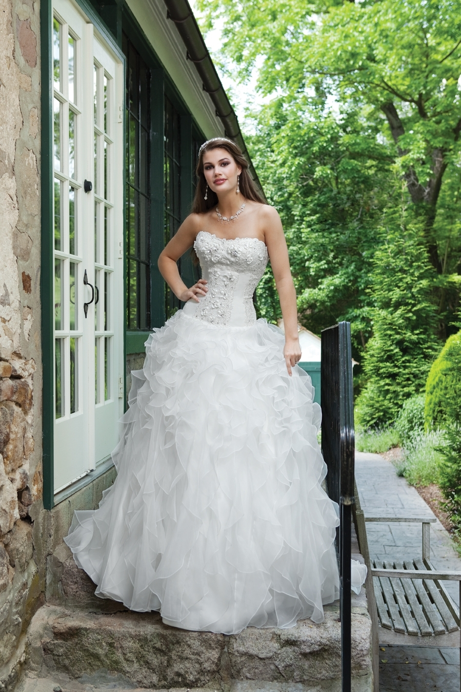 I231110-spring-2011-whimsical-wedding-dress-2bebride.full