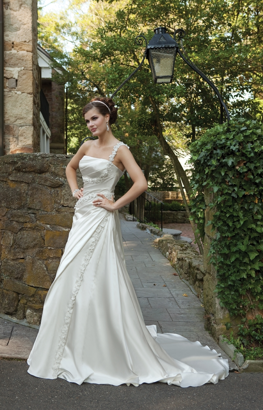 I231109-spring-2011-2bebride-kathy-ireland-wedding-dress.full