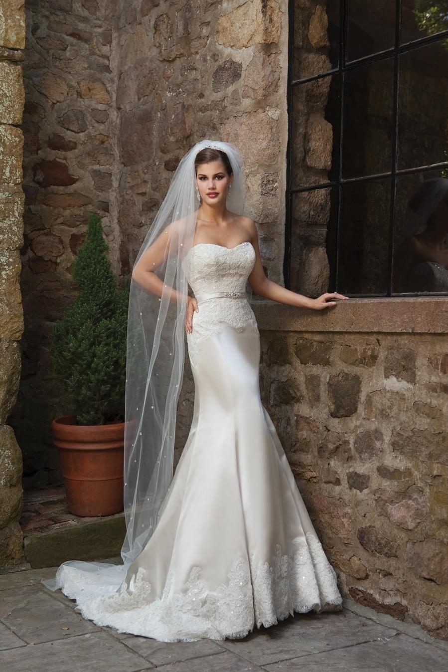 I231108-spring-2011-wedding-dress-2bebride.full