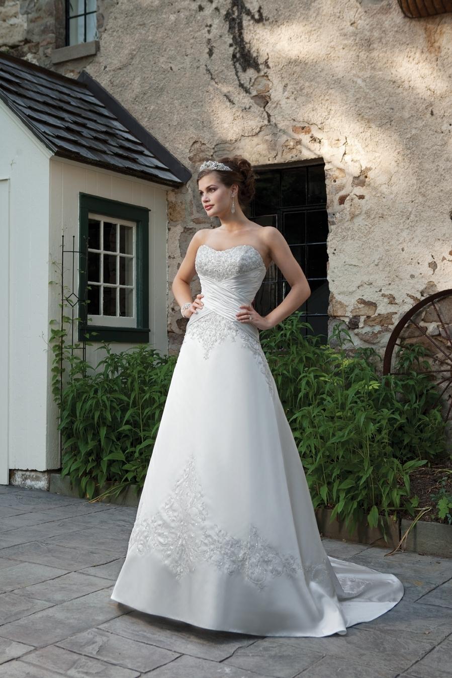 I231105-spring-2011-wedding-dress-2bebride.full