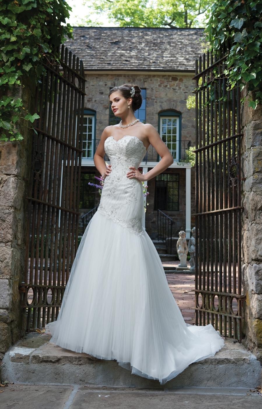I231104-spring-2011-wedding-dress-2bebride.full