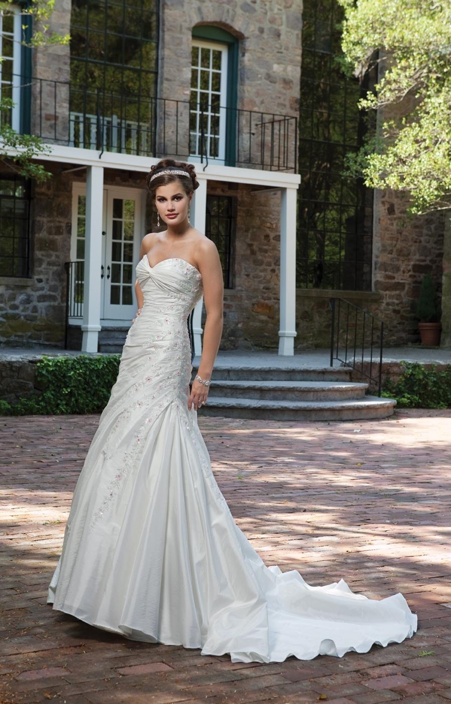 I231103-spring-2011-wedding-dress-kathy-ireland-for-2bebride.full