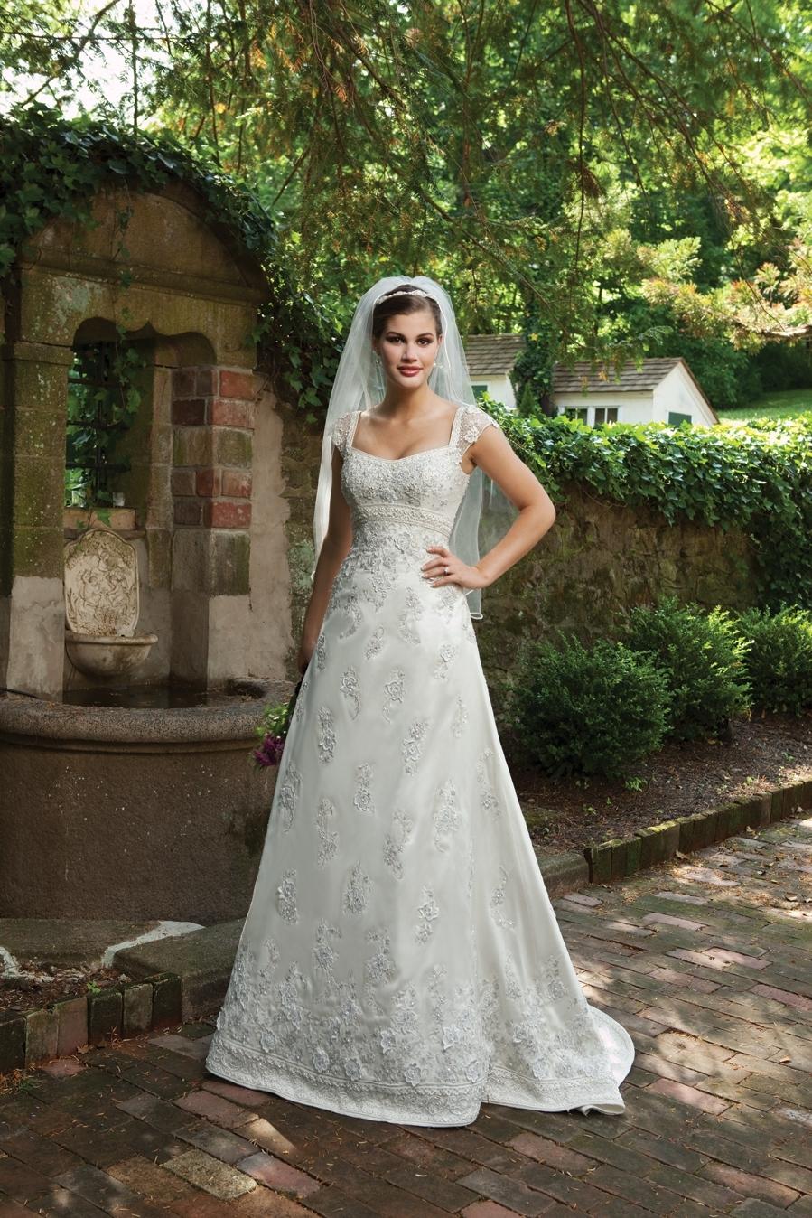 I231101s-spring-2011-wedding-dress-2bebride-kathy-ireland.full