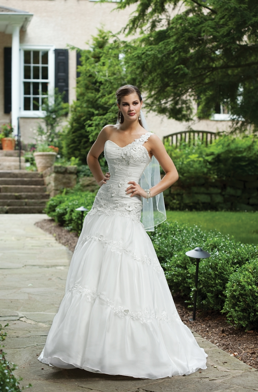 I231100-spring-2011-ki-2bebride-wedding-dress-front.full