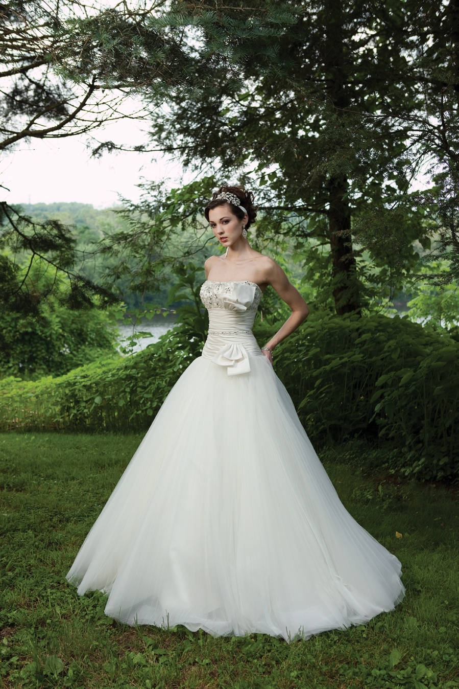 G231118-spring-2011-2bebride-wedding-dress-kathy-ireland-front.full