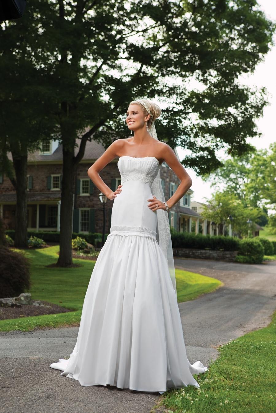 E231135s-spring-2011-2bebride-wedding-dress-front.full