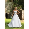 E231133-kathy-ireland-2bebride-2011-wedding-dress-front-2.square