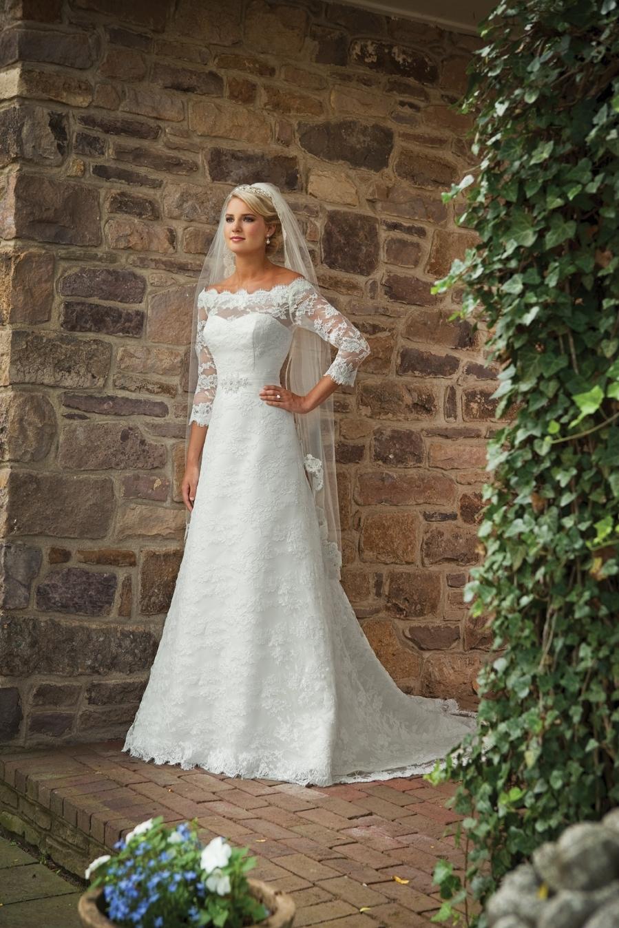 E231131-white-lace-2011-wedding-dress-2bebride-ki.full