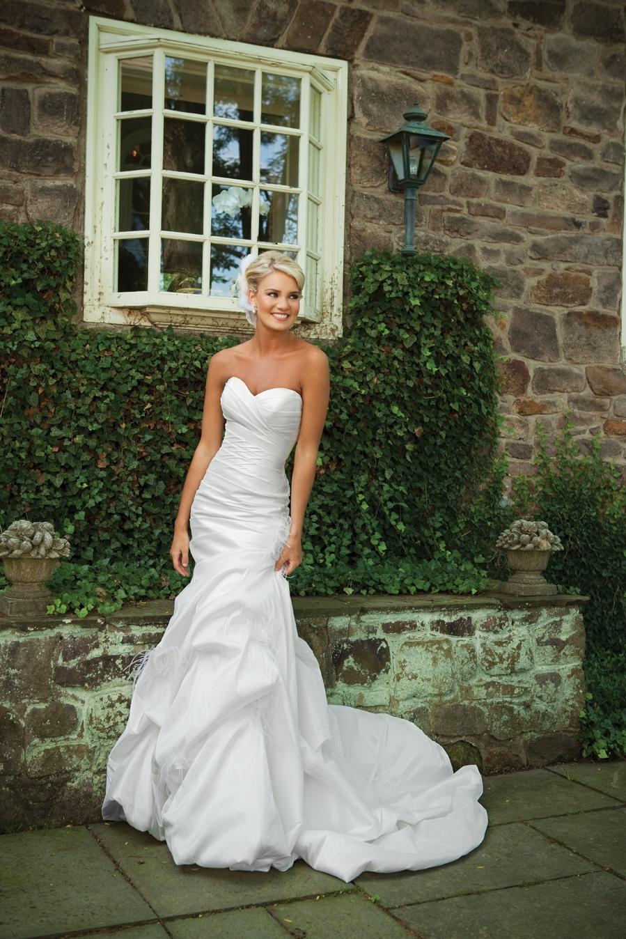 E231130-spring-2011-wedding-dress-2bebride.full