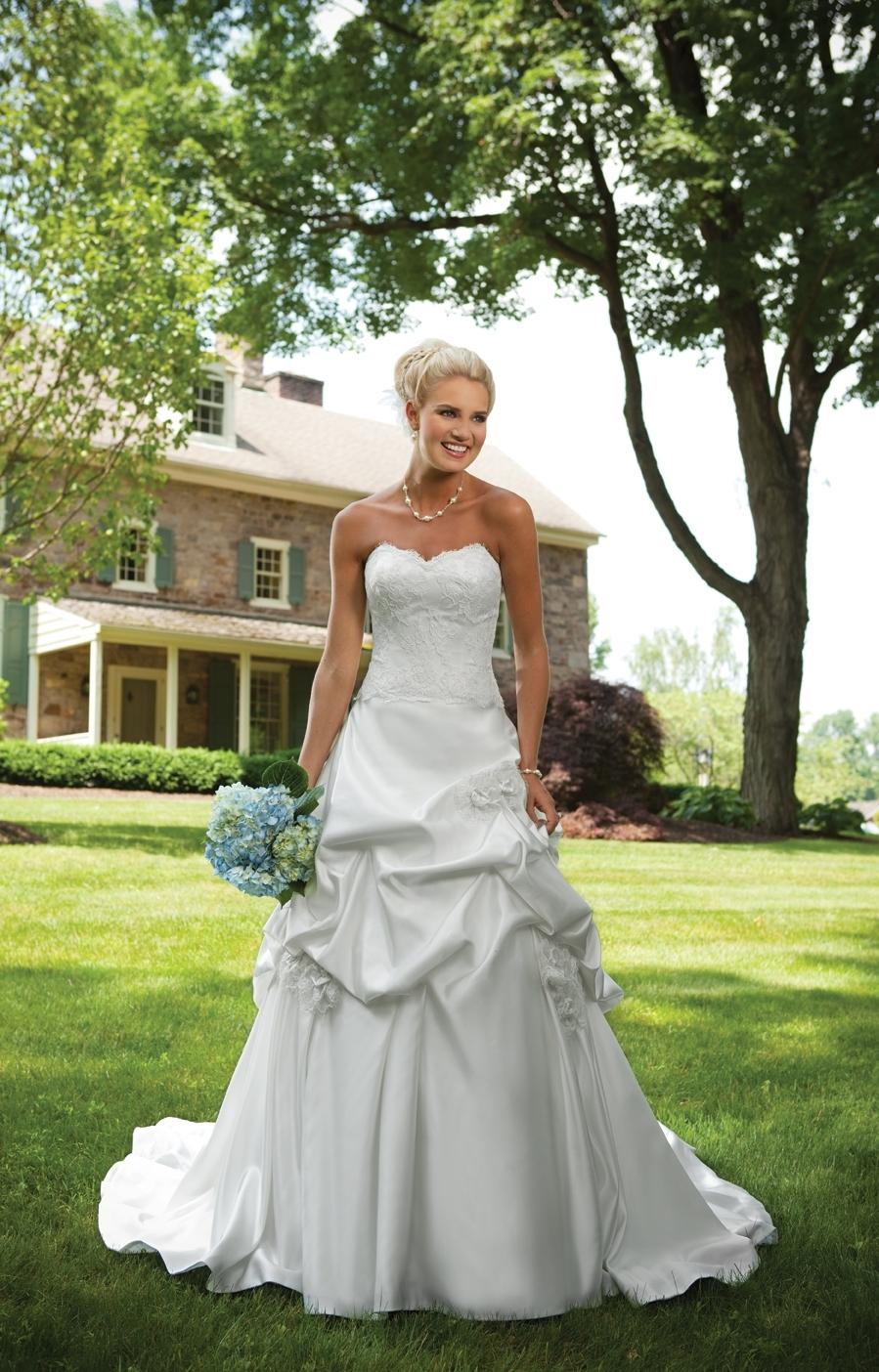 E231127-spring-2011-wedding-dress-kathy-ireland-2bebride-front.full