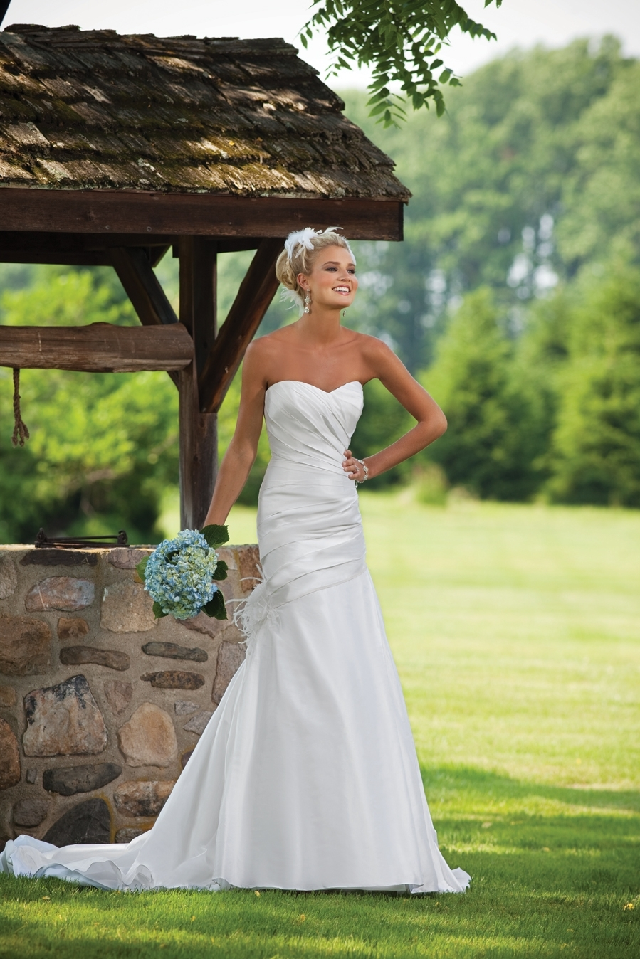 E231124-spring-2011-wedding-dress-2bebride-ki.full
