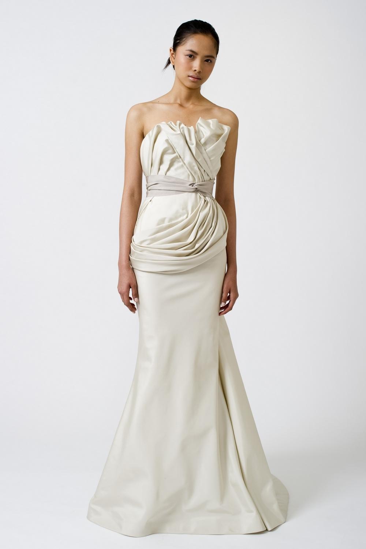 6-spring-2011-vera-wang-wedding-dress-mermaid-ivory.full