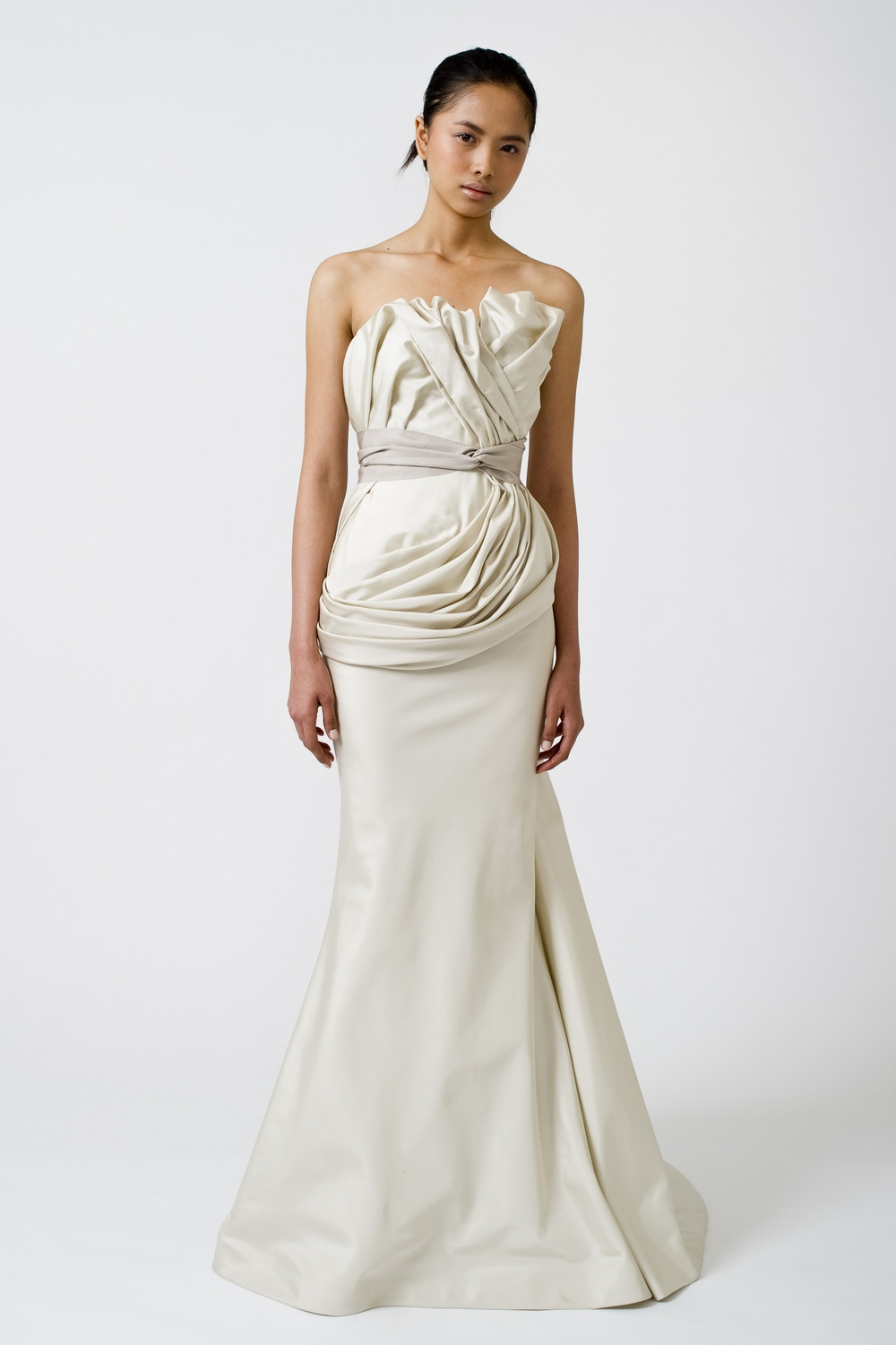 6-spring-2011-vera-wang-wedding-dress-mermaid-ivory.original