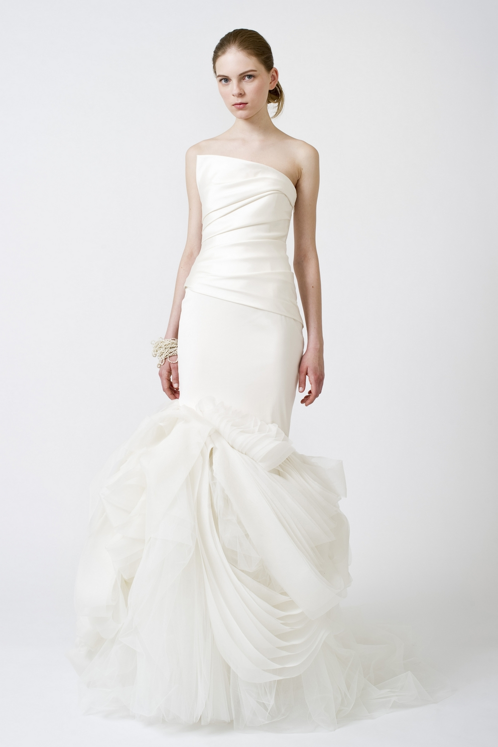 5-spring-2011-vera-wang-wedding-dresses-white-one-shoulder.original