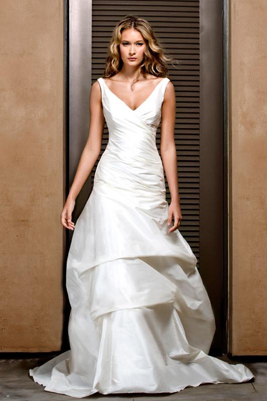 Jenny-lee-wedding-dress-2011-1108-v-neck-ivory-pickup-hem.full