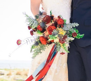 bridal bouquet by Vases Wild image by Mazagran Photography (3)