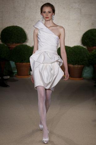 Oscar-de-la-renta_wedding-dress-spring-2011-22n47.full