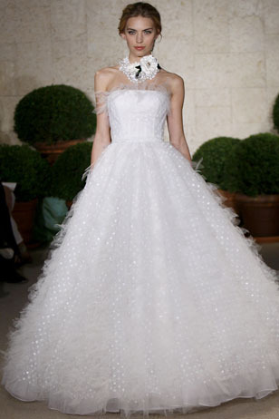 Oscar-de-la-renta_wedding-dress-spring-2011-22n19.full