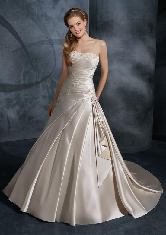 Beading on onewed for Robes de mariage du monde de disney