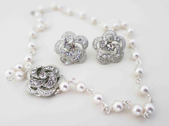 Bridal necklace and earrings set, pearl and roses