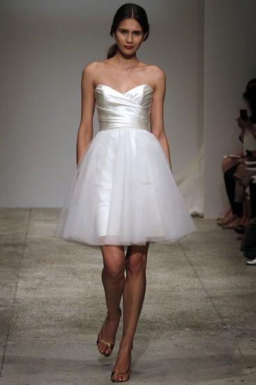 Amsale-spring-2011-wedding-dress-little-white-dresses-mini-tulle-skirt-fun-flirty.full