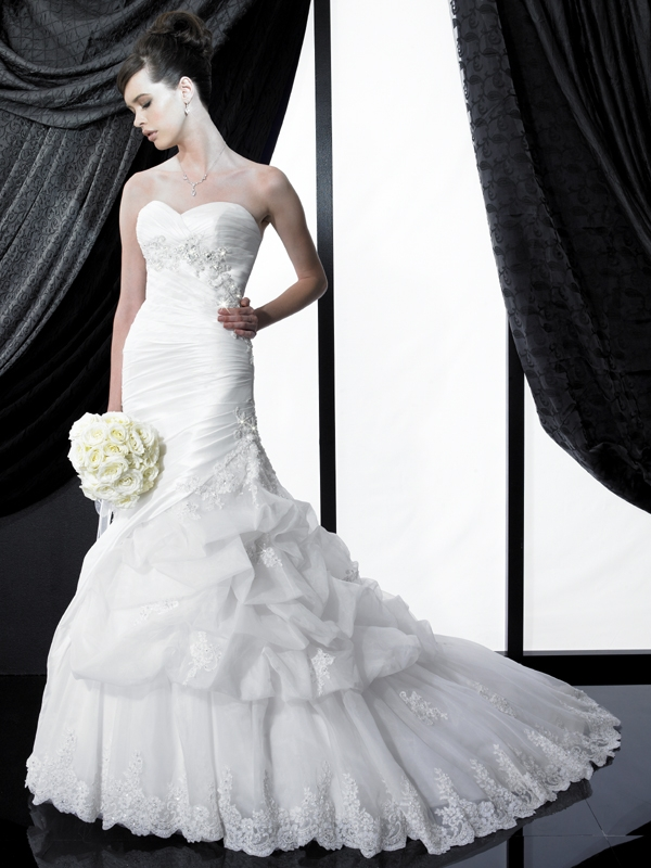 H1140-valerie-couture-2011-wedding-dress-sweetheart-neckline.original