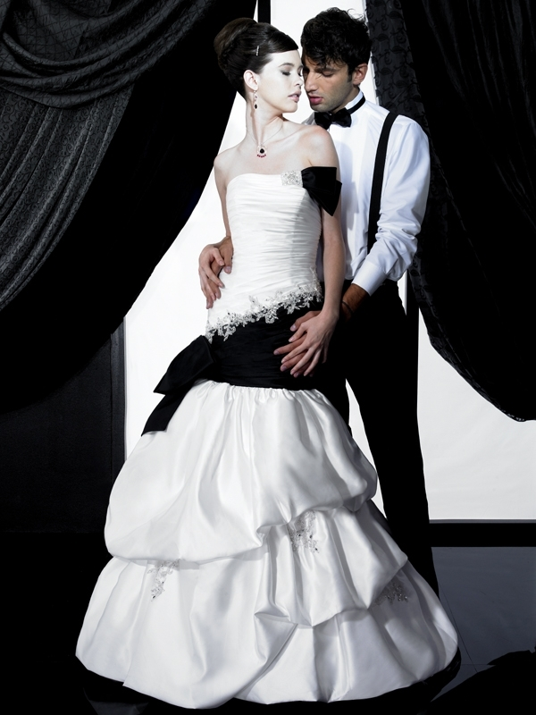 H1137-2011-wedding-dress-valerie-couture-black-accents.full